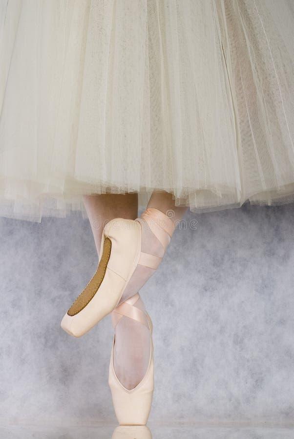 Dançarino no pointe do bailado foto de stock royalty free