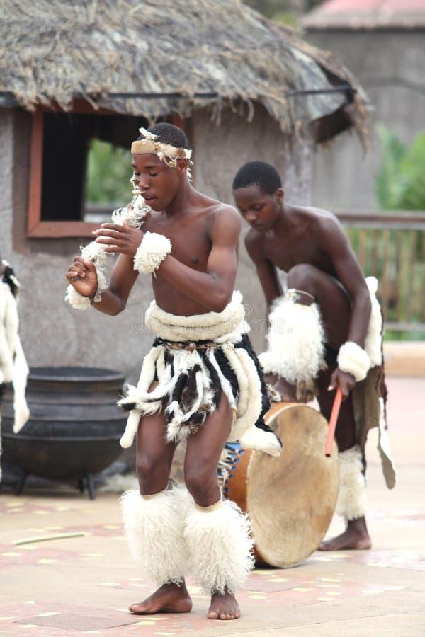 Dançarino novo do tribo Zulu fotografia de stock