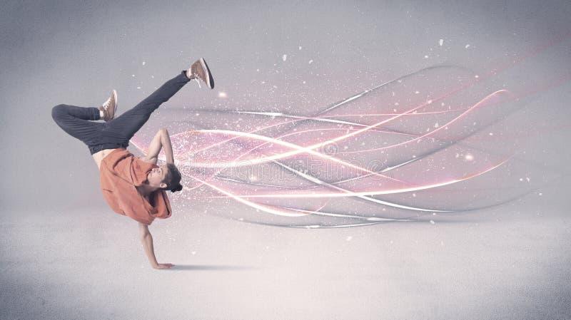 Dançarino urbano funky com linhas de incandescência foto de stock royalty free
