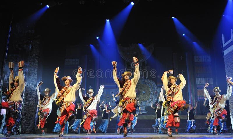 Dançarinos étnicos tibetanos fotos de stock royalty free