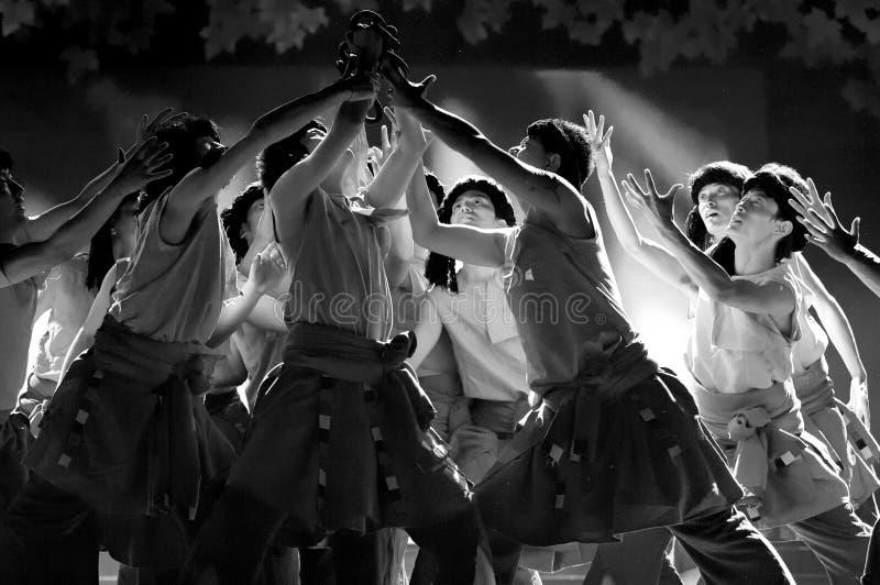 Dançarinos étnicos tibetanos chineses foto de stock royalty free