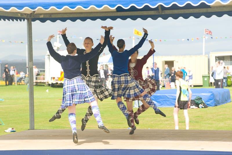 Dançarinos das montanhas que competem em Nairn. imagens de stock royalty free