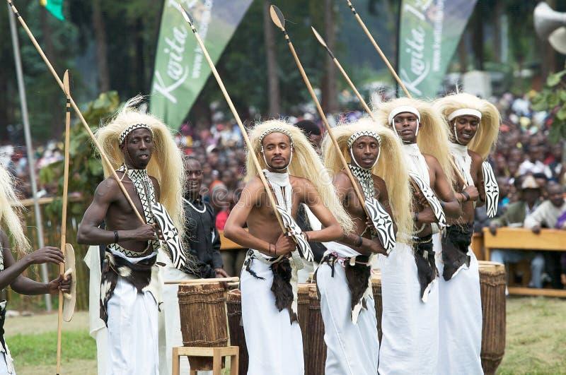 Dançarinos de Intore imagens de stock