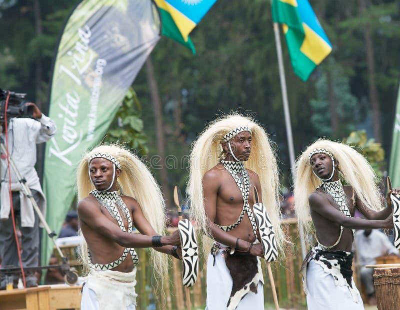 Dançarinos de Intore imagem de stock royalty free