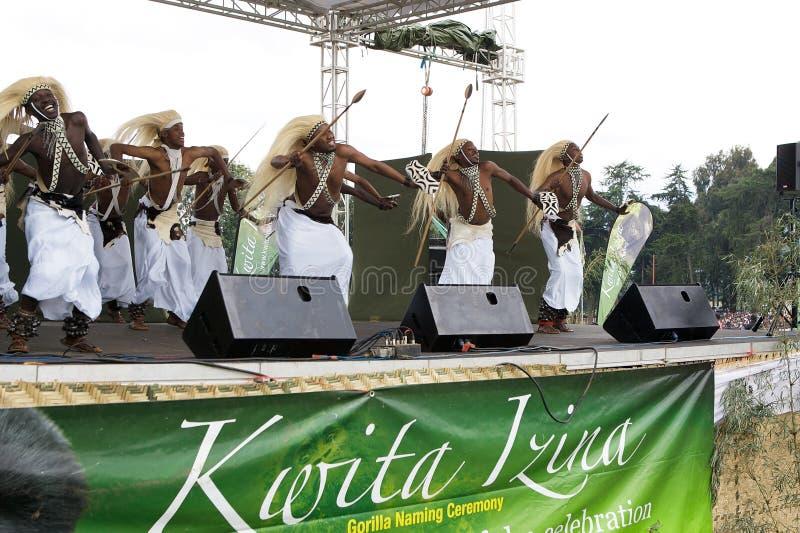 Dançarinos de Intore na cerimónia de Kwita Izina imagem de stock royalty free