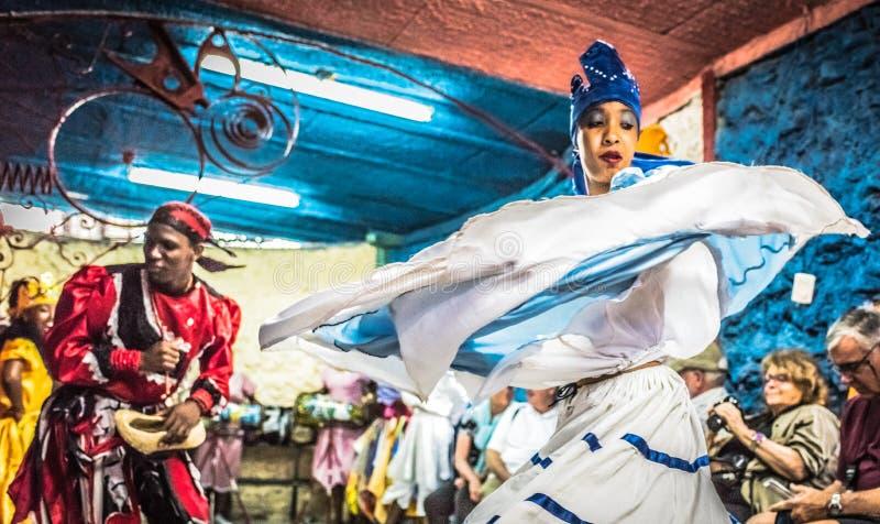 Dançarinos de Santeria - Callejon de Hamel, Havana, Cuba fotografia de stock royalty free