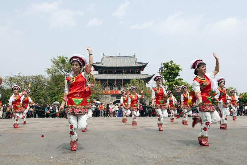 Dançarinos do chinês do Bai imagem de stock