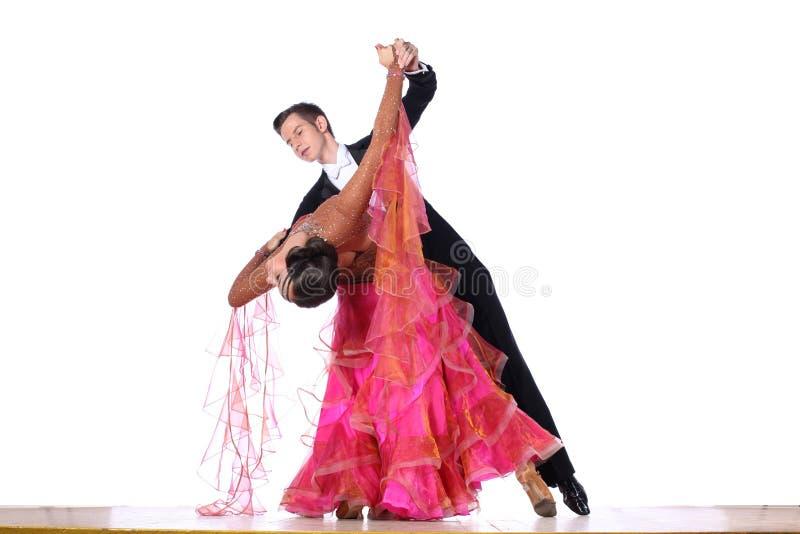 Dançarinos do Latino no salão de baile imagens de stock royalty free