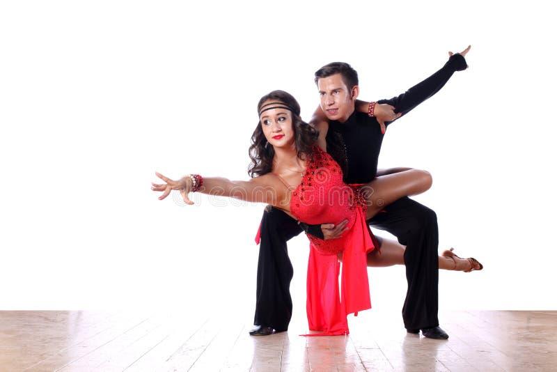 Dançarinos do Latino no salão de baile contra o fundo branco fotos de stock