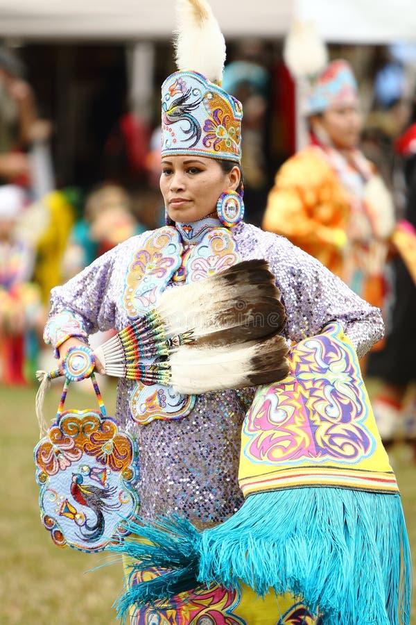Dançarinos do prisioneiro de guerra do nativo americano uau fotografia de stock