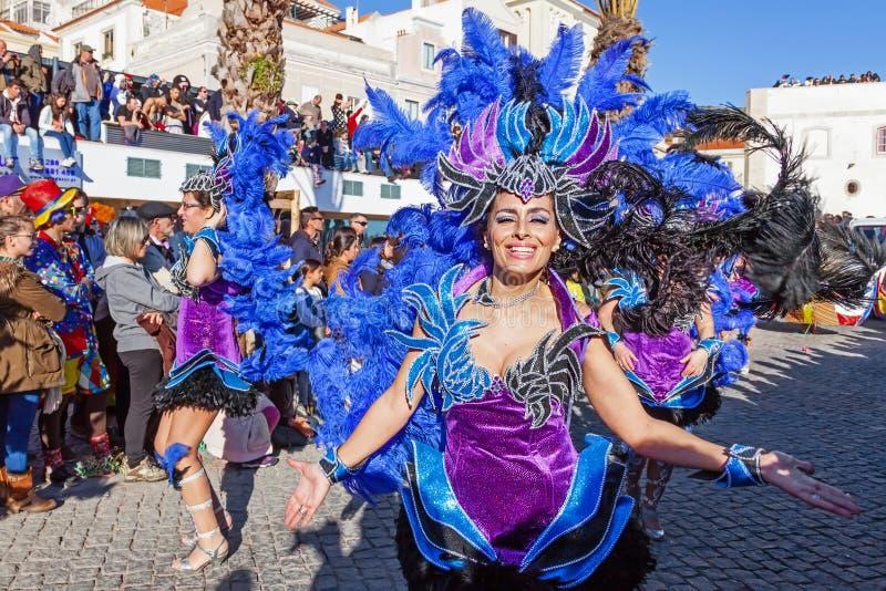 Dançarinos do samba na seção de Alá, no Carnaval brasileiro fotografia de stock