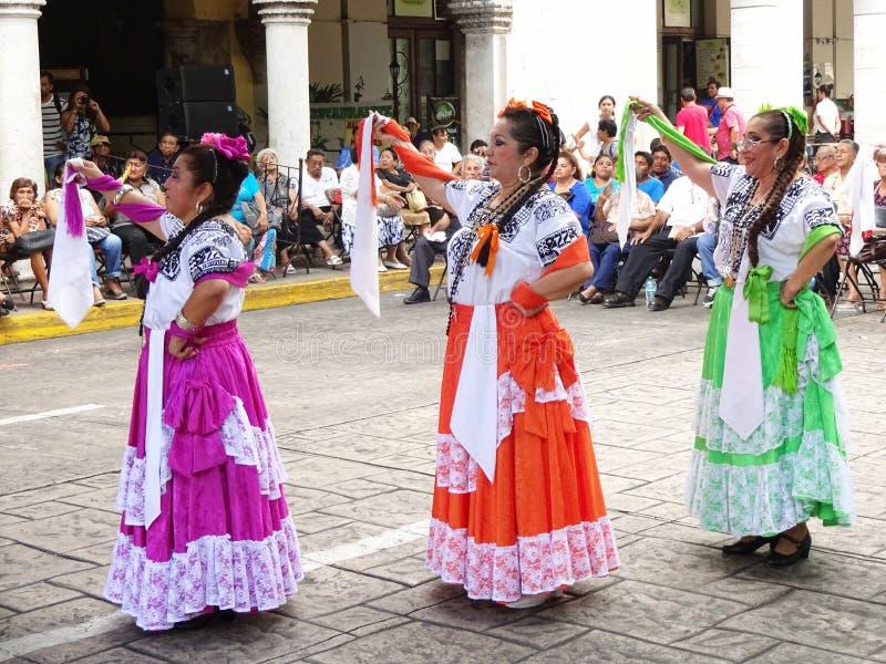 Dançarinos em Merida Yucatan imagens de stock royalty free