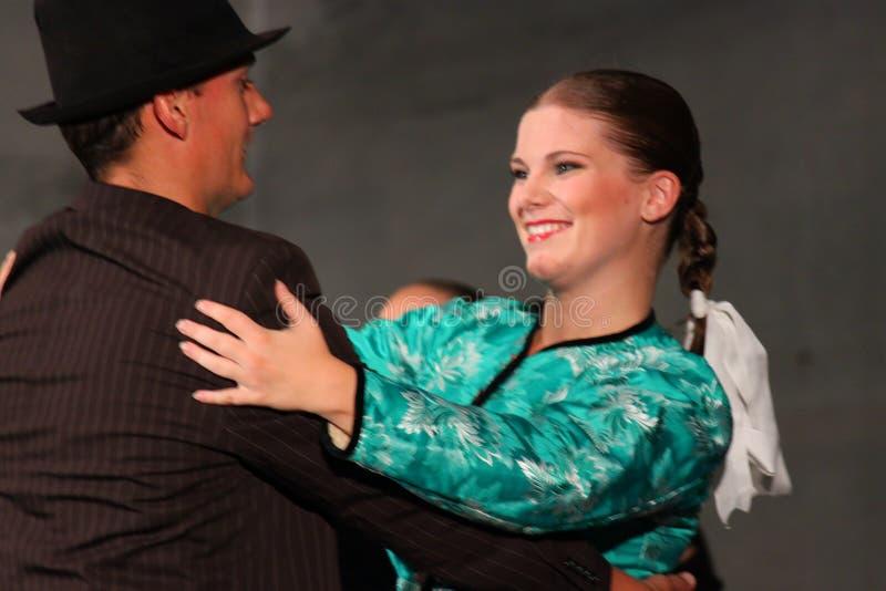 Dançarinos eslovacos do folclore imagem de stock royalty free