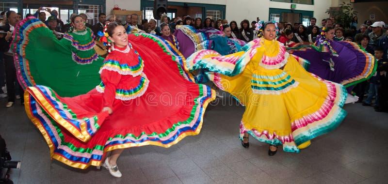 Dançarinos folclo'rico mexicanos imagens de stock royalty free