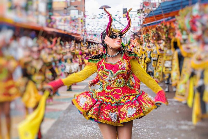 Dançarinos no carnaval de Oruro em Bolívia, UNESCO declarado W cultural foto de stock