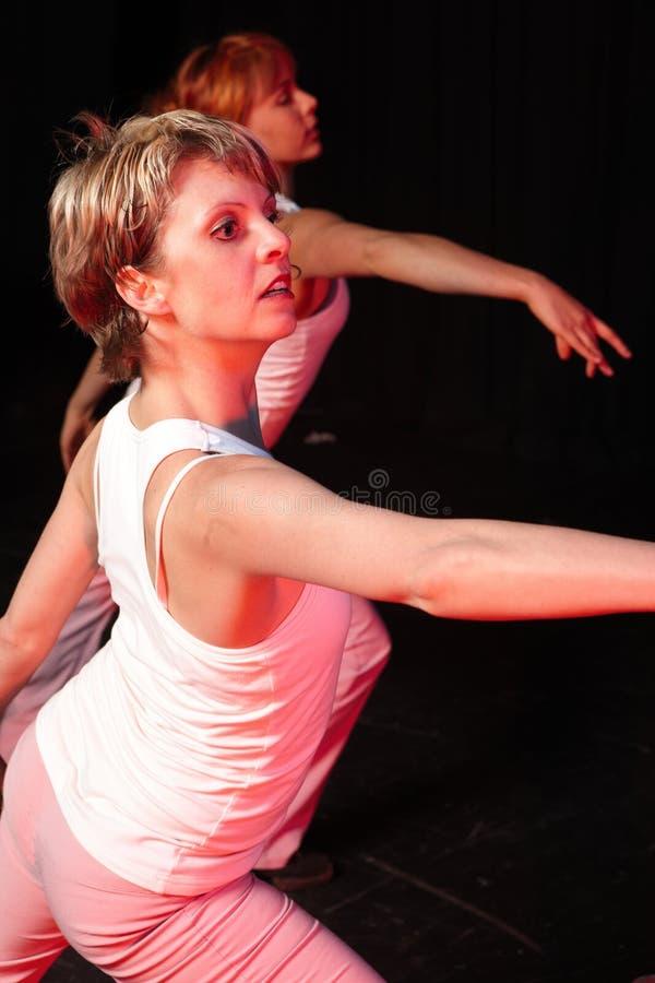 Dançarinos no estágio fotos de stock royalty free