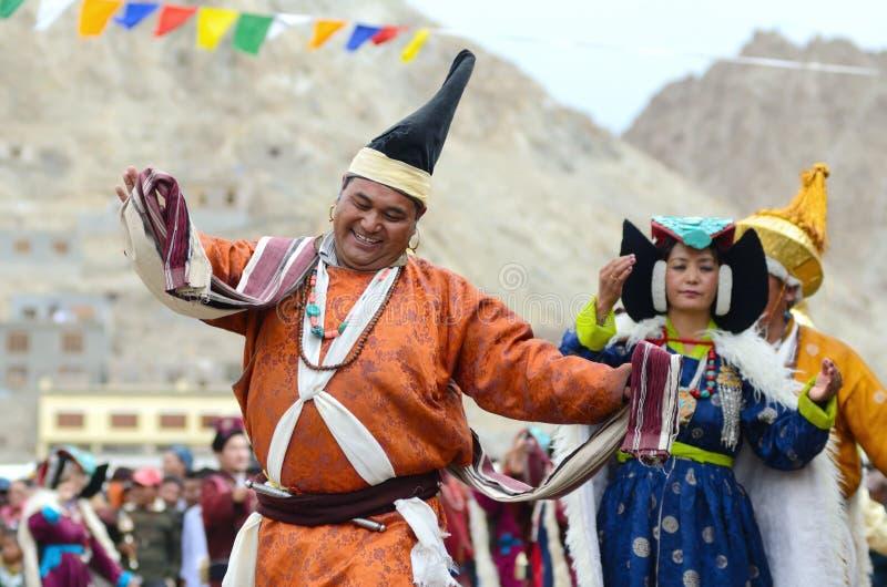 Dançarinos no festival da herança de Ladakh foto de stock