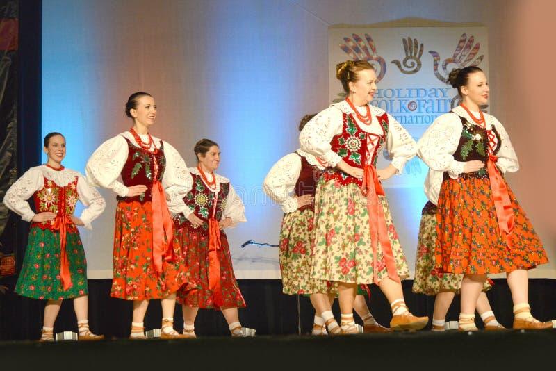 Dançarinos poloneses da fêmea foto de stock royalty free