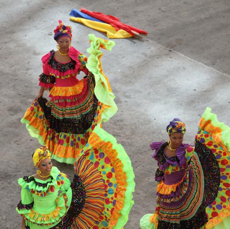 Dançarinos tradicionais em Cartagena, Colômbia imagens de stock royalty free