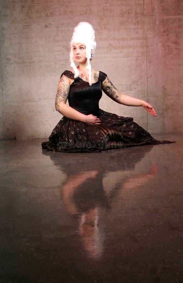 Danças da mulher fotografia de stock royalty free
