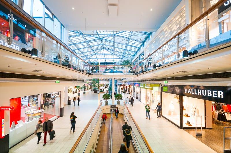 Danúbio centra o shopping (Donau Zentrum) em Viena, Áustria imagem de stock royalty free