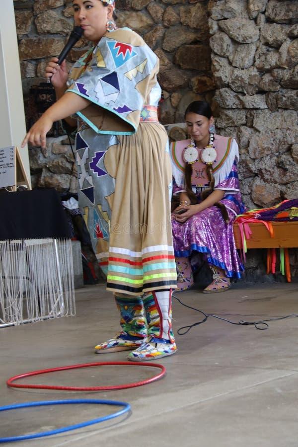 Dan?arinos do nativo americano fotografia de stock royalty free
