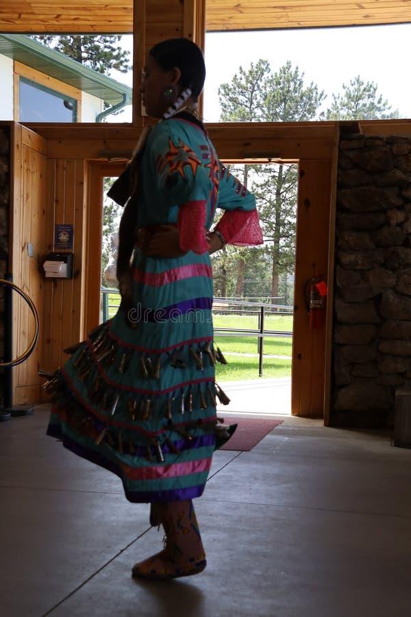 Dan?arinos do nativo americano imagem de stock
