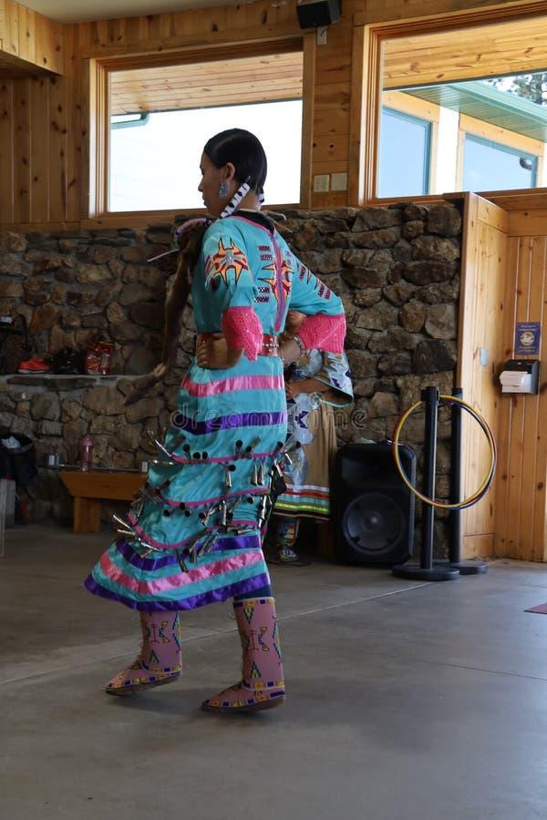 Dan?arinos do nativo americano foto de stock royalty free