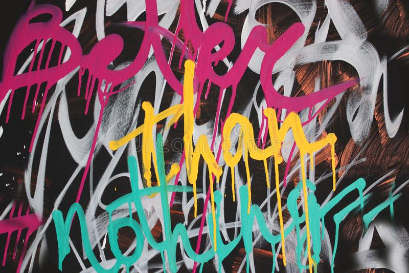 Dan beter niets graffiti kleurrijke geschilderde achtergrond stock afbeeldingen