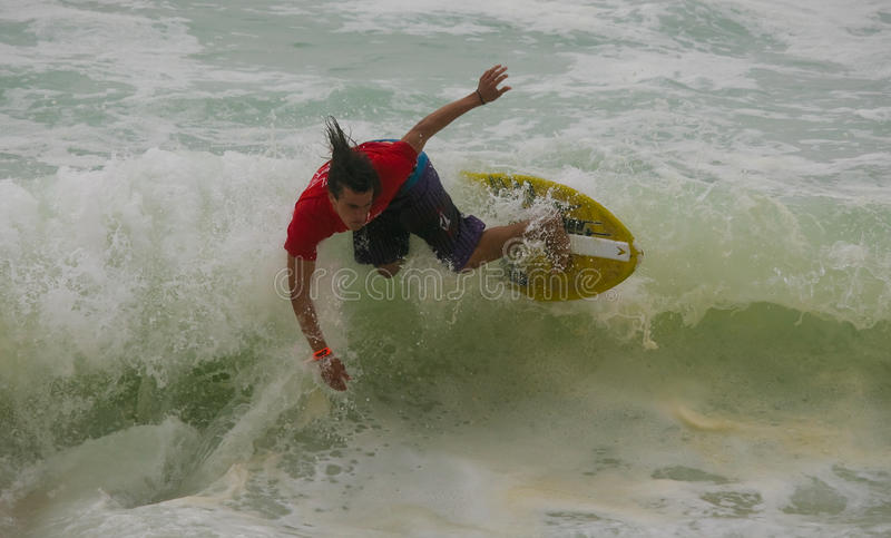 Dan Macdonald in internationalem Skimboard stockbilder