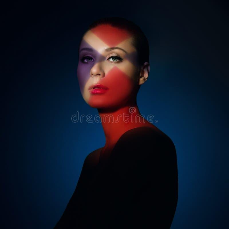 Dana konstståenden av den eleganta nakna unga kvinnan royaltyfri fotografi