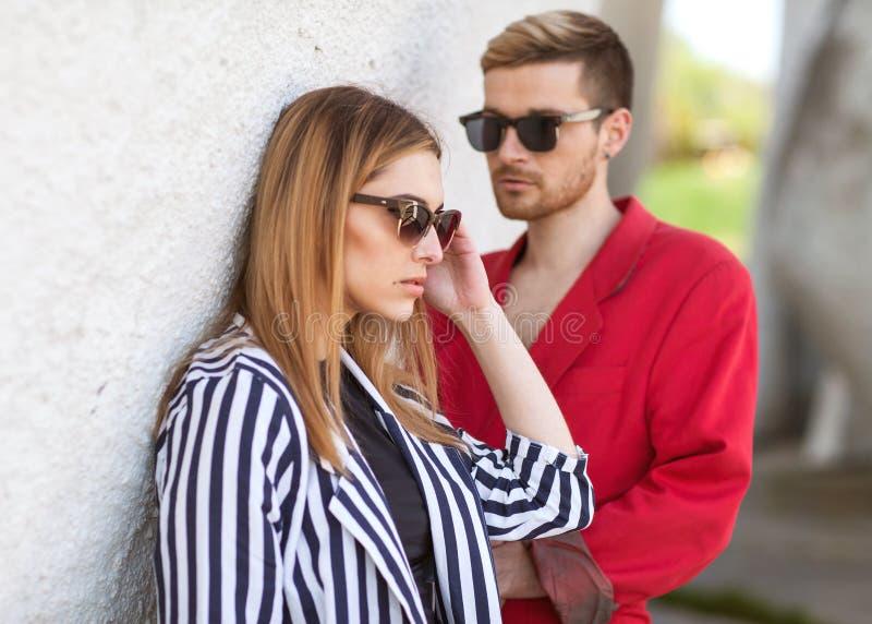 Dana par på en vit bakgrund på dag för valentin` s royaltyfri fotografi