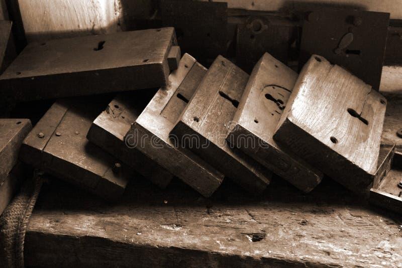 danad gammal sepia för lås arkivbild