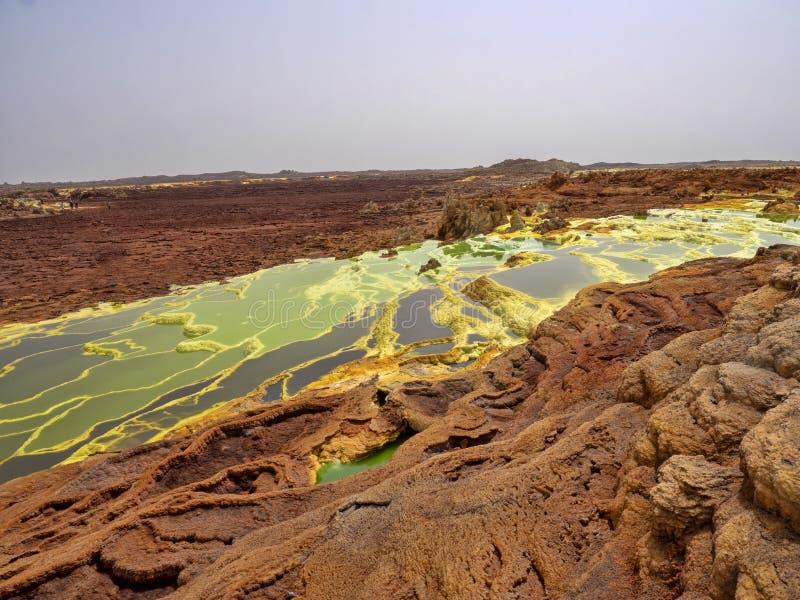 Danakils fördjupning dör incredibly ljusa färger som gör saltar kristaller ethiopia fotografering för bildbyråer