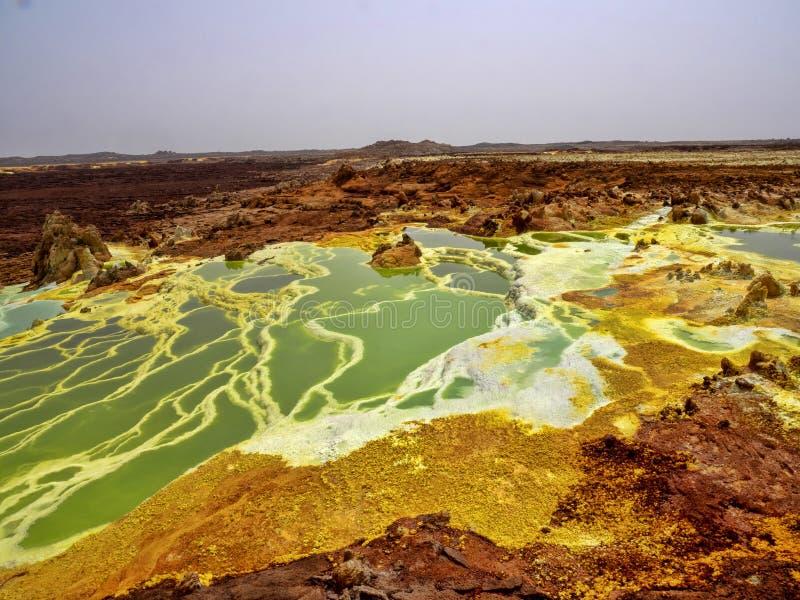 Danakils fördjupning dör incredibly ljusa färger som gör saltar kristaller ethiopia royaltyfria bilder