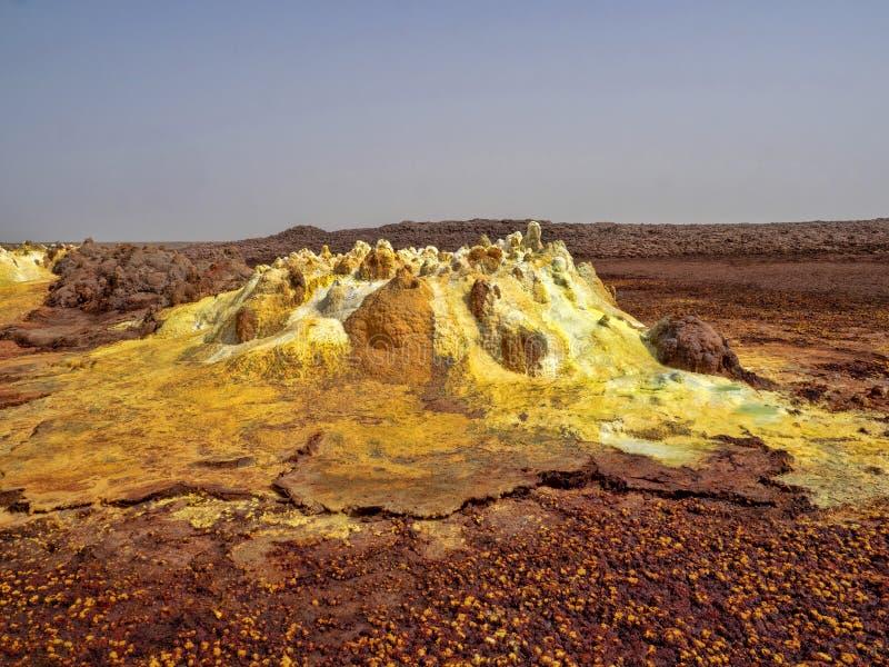 Danakis fördjupning dör incredibly ljusa färger som gör saltar kristaller ethiopia royaltyfria bilder