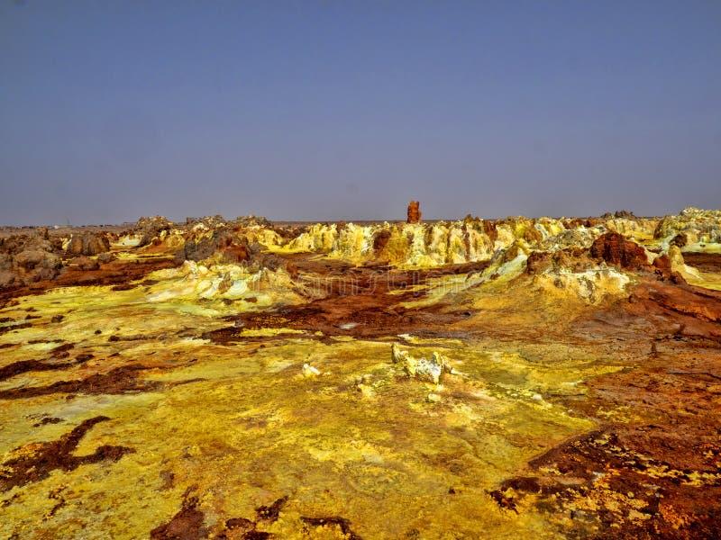 Danakis fördjupning dör incredibly ljusa färger som gör saltar kristaller ethiopia fotografering för bildbyråer