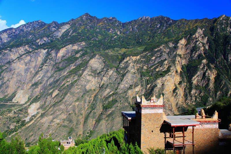 Danba Jiaju tibetan by royaltyfri foto