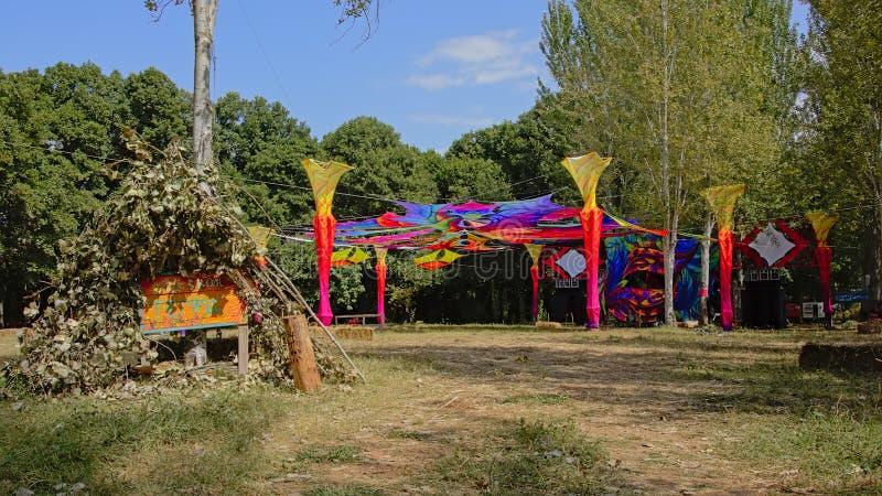 Dancefloor décoré en nature lumineuse de couleurs photographie stock libre de droits