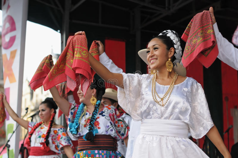 Download Mexican folkloric ballet editorial stock photo. Image of belgien - 30155593