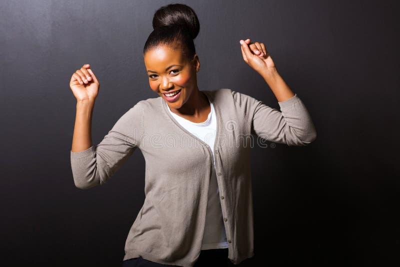 Dancing afroamericano della ragazza immagine stock