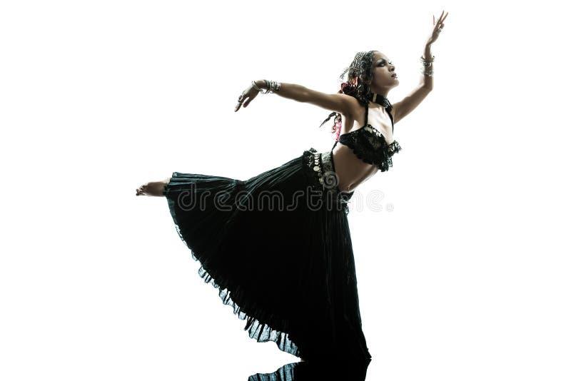 Dancing arabo del danzatore di pancia della donna immagini stock libere da diritti