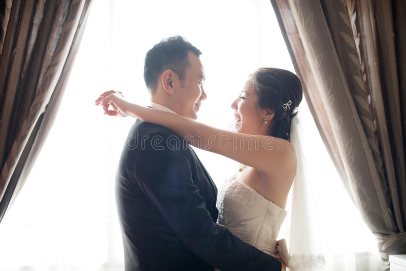 Dancing cinese asiatico delle coppie di nozze fotografia stock
