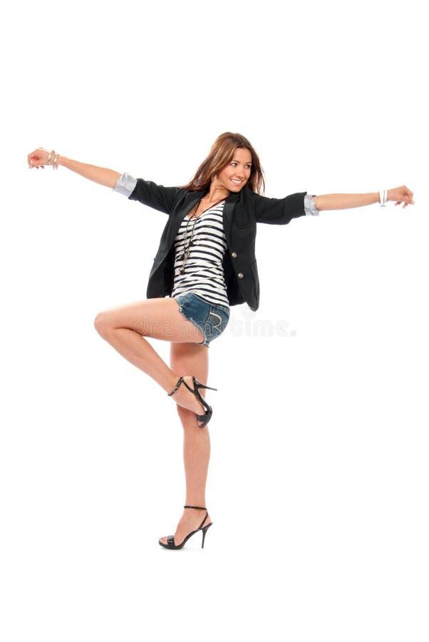 Dancing completo della donna del brunette del corpo sulle alte colline fotografia stock libera da diritti