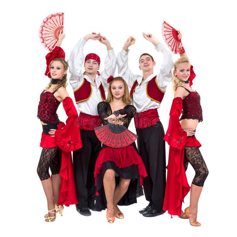 Dancing del gruppo del ballerino di Flamenko isolato su fondo bianco fotografia stock libera da diritti