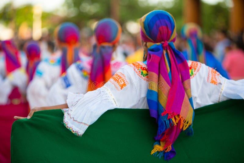 Dancing della donna durante il carnevale, isole Galapagos fotografia stock