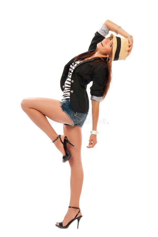 Dancing della donna nel panno casuale del cappello e nello stile moderno fotografia stock