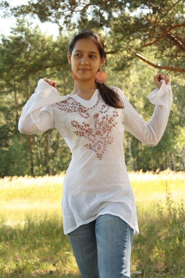 Dancing della giovane donna fotografie stock