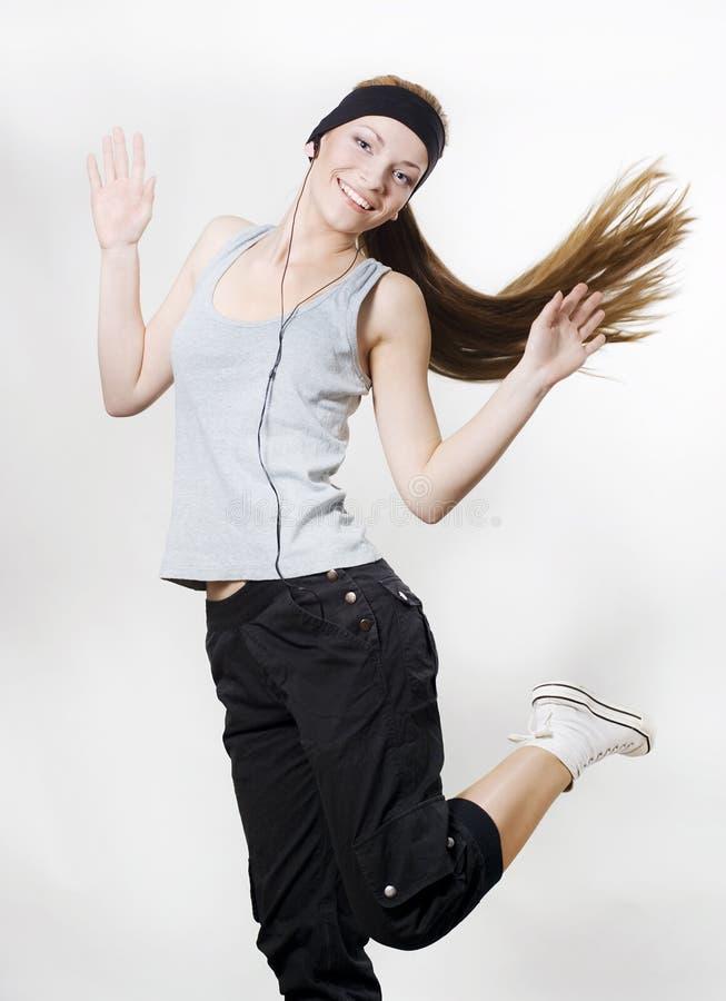 Dancing della giovane donna con il giocatore fotografie stock