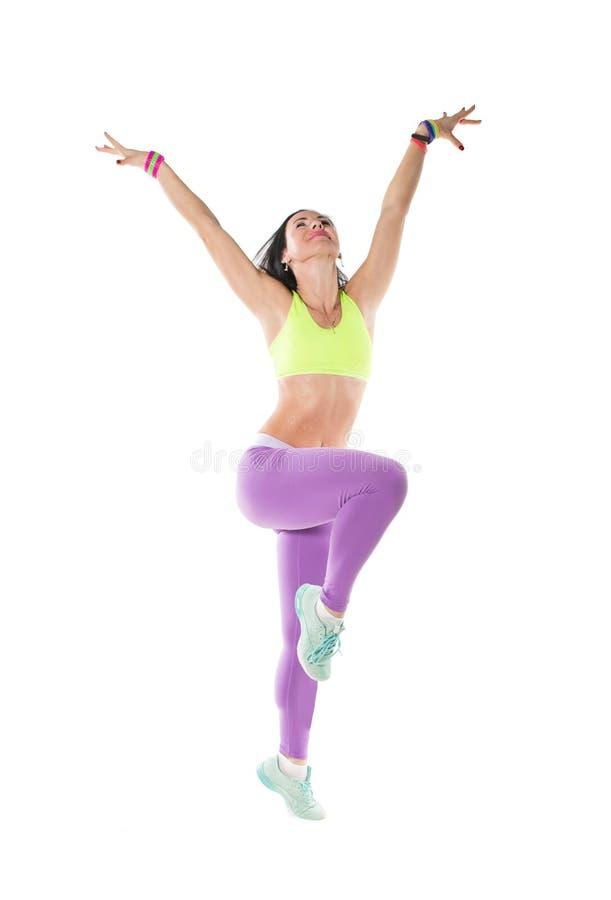 Dancing della giovane donna isolato su fondo bianco. Ballo godente femminile allegro felice. immagini stock libere da diritti